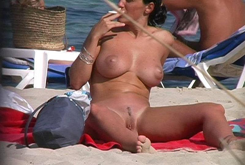 skritaya-kamera-na-nudist-plyazh